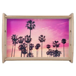 Sonnenuntergang-Strand-Szene, lila tropischer Serviertablett