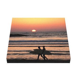 """Sonnenuntergang - Surfers auf Strand - 12"""""""" Druck Leinwanddruck"""