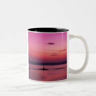 Sonnenuntergang über Insel von Skye, von Mallaig, Zweifarbige Tasse