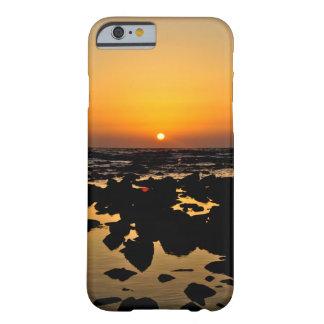 Sonnenuntergang über Meer schaukelt - Landcape Barely There iPhone 6 Hülle