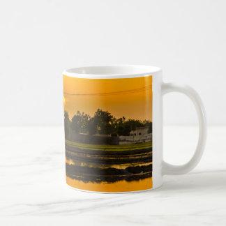 Sonnenuntergang über Reisfeldern Tasse