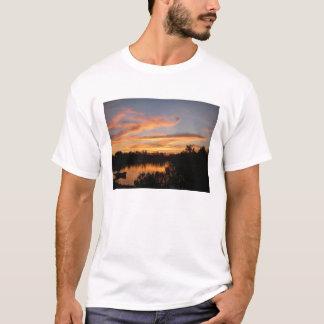 Sonnenuntergang-und Boots-Bayou-Freiheits-Shirt T-Shirt