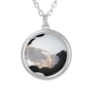 Sonnenuntergang-Wolke mit Fraktal-Spur Versilberte Kette