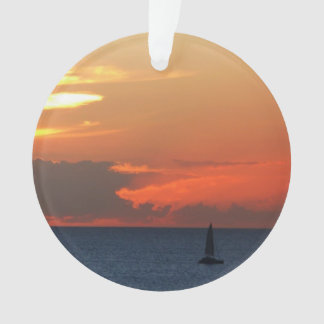 Sonnenuntergang-Wolken-und Segelboot-Meerblick Ornament
