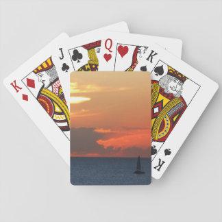 Sonnenuntergang-Wolken-und Segelboot-Meerblick Spielkarten