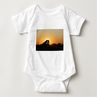 Sonnenuntergang-Zug Baby Strampler