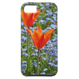 Sonnige orange Tulpen in der blauen Blumenwiese Tough iPhone 5 Hülle