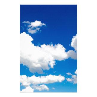 Sonniger blauer Himmel mit weißen Wolken Briefpapier