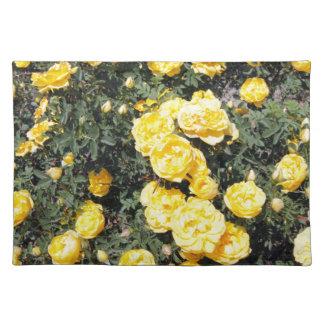 Sonniger gelber Rosen-Blumen-Bus Stofftischset