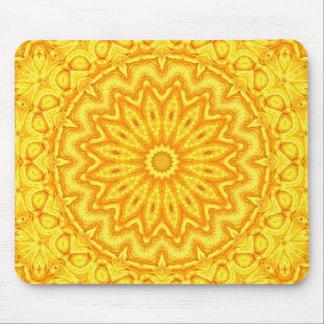 Sonniges gelbes Mandala-Kaleidoskop Mauspad