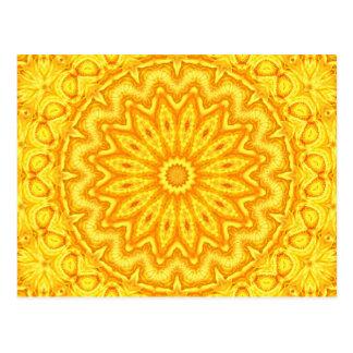 Sonniges gelbes Mandala-Kaleidoskop Postkarte