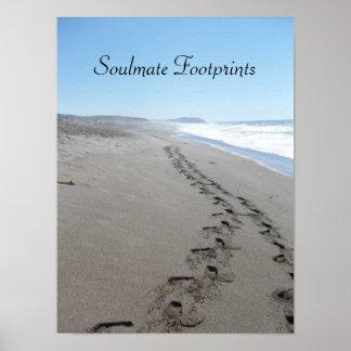 Soulmate-Abdrücke zusammen im Sand-Plakat Poster