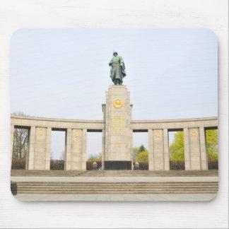 Sowjetisches Kriegs-Denkmal in Berlin, Deutschland Mousepad