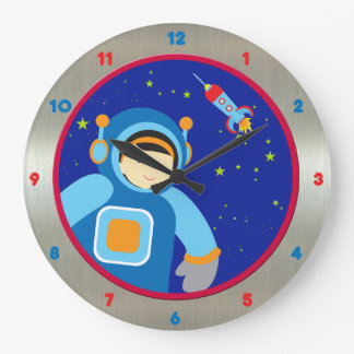 Spaceboy, das außerhalb des Raumschiffes schwimmt Wanduhren