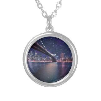 Spacey Manhattan Skyline Versilberte Kette