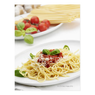 Spaghettis mit Tomatensauce und Basilikum Postkarte