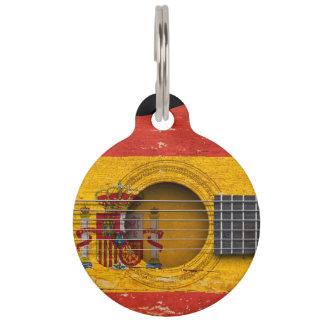 Spanische Flagge auf alter Akustikgitarre Tiernamensmarke