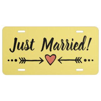 Spaß-gelbe Hochzeits-Herz-Flitterwochen - gerade US Nummernschild