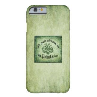 Spaß grundge irisches glückliches Kleeblatt Barely There iPhone 6 Hülle