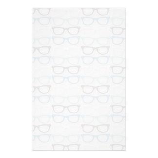 Spaß-Leseglas-Muster auf Blau Bedrucktes Papier