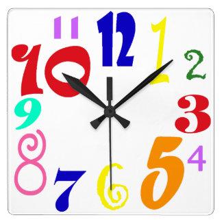 Spaß nummeriert - mehrfarbige flippige Zahlen auf Quadratische Wanduhr
