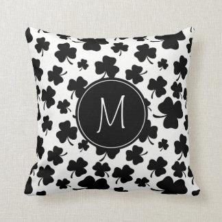 Spaß-schwarzes u. weißes Kleeblatt-Muster mit Kissen