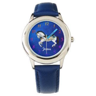 Spaß-weißes Karussell-Pferd auf Blau Armbanduhr