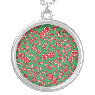 Spaßgrün-Würfelmuster Halskette Mit Rundem Anhänger