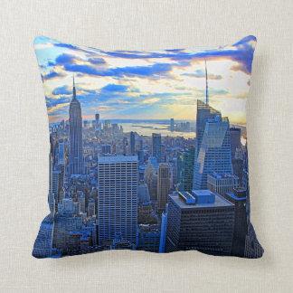 Später Nachmittag NYC Skyline als Sonnenuntergang Kissen