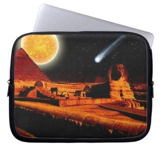 Sphinx u. Mond über Laptopschutzhülle