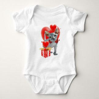 Sphynx mit Kasten Herzen Baby Strampler