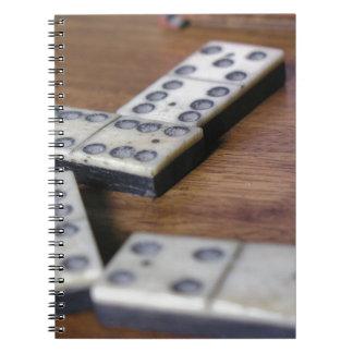 Spiel-Tabellen-Domino-Domino-hölzernes altes Spiral Notizblock