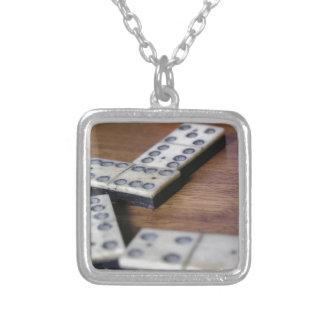 Spiel-Tabellen-Domino-Domino-hölzernes altes Versilberte Kette