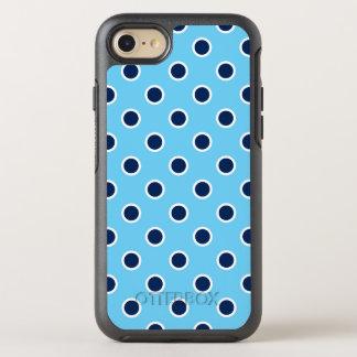 Spielerische dunkelblaue Tupfen auf hellblauem OtterBox Symmetry iPhone 8/7 Hülle