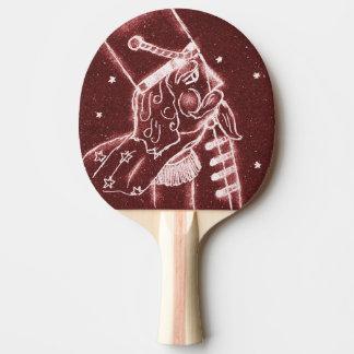 Spielzeug-Soldat im Moosbeerrot Tischtennis Schläger