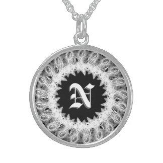 Spitzen- Hochzeits-Monogramm-Halskette