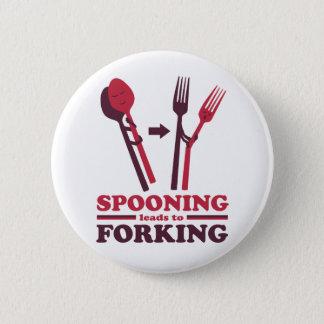 Spooning führt zu gabelnde Liebe-Spaß-Knöpfe Runder Button 5,7 Cm