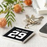 Sport individueller Name und Zahl keychain Silberfarbener Quadratischer Schlüsselanhänger