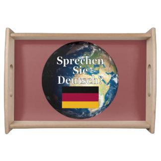 Sprechen Sie Deutsches? auf Deutsch. Flagge u. Tabletts