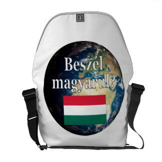 Sprechen Sie Ungarn? auf Ungarn. Flagge u. Erde Kurier Taschen