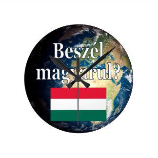 Sprechen Sie Ungarn? auf Ungarn. Flagge u. Erde Runde Wanduhr