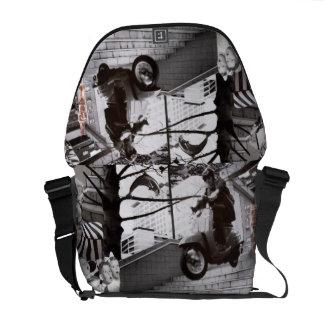 Springende Roller-Collage Kurier Tasche