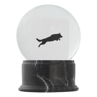 Springende Schäferhund-Silhouette-Liebe-Hunde Schneekugel