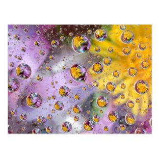 Sprudelt abstrakt mit Blumen. Kredit wie: Nancy Postkarte