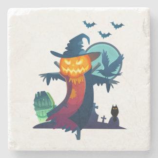 Spuk Vogelscheuche Halloweens mit Schlägern und Steinuntersetzer
