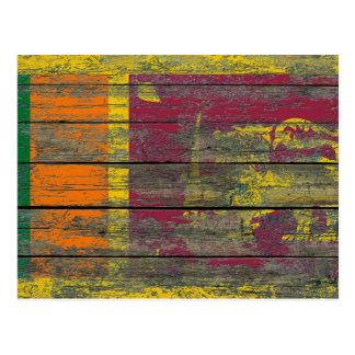 Sri Lanka Flagge auf rauem Holz verschalt Effekt Postkarte