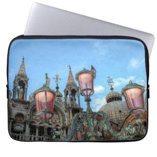 St. Kennzeichen und Lampe, Venedig, Italien Laptop Sleeve