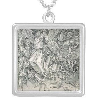 St Michael, das mit dem Drachen kämpft Amulett