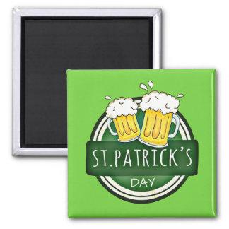 St Patrick Tag, Bier-Tassen, irisches Grün Quadratischer Magnet