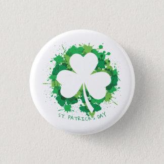 St Patrick Tag. Glückliches Klee-Weiß-Schattenbild Runder Button 2,5 Cm